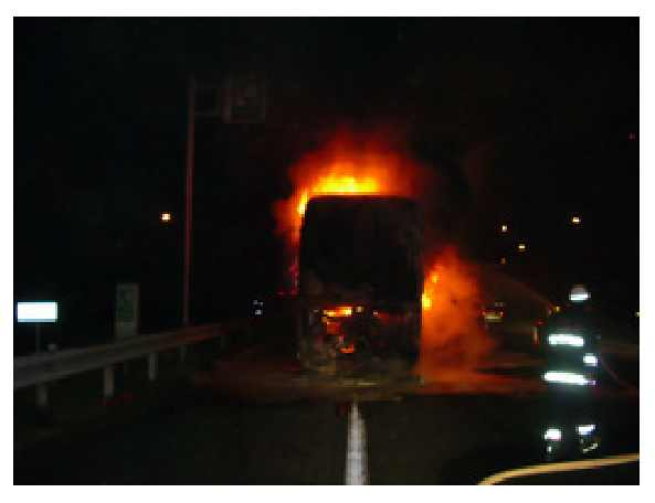 炎上するバス.jpg